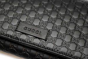 イタリアのグッチ アウトレットで購入した財布のロゴ
