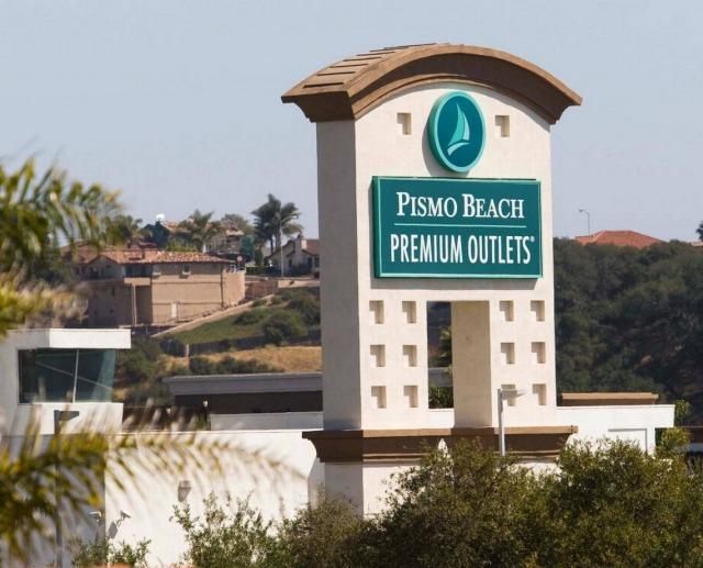 ピズモビーチ・プレミアム・アウトレットの看板